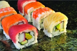 Rainbow maki 8 pieces image