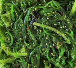Seaweed salad (goma wakame)