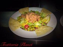 Salată con tonno