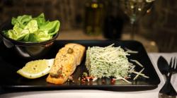 File de somon la cuptor cu sos de vin, orez cu spanac si parmezan, salată verde cu sos vinegrete image