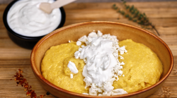 Mamaligă cu brânză și smântână image