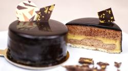 Prajitura Caraibe cu mousse de ciocolată, cremă de cafea si glasaj de ciocolată neagră image