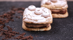 Prăjitură Sevigne cu migdale și cremă de ciocolată image