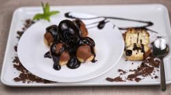 Profiterol cu sirop de ciocolată image
