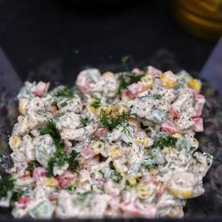 Salată de pui cu porumb și ardei image