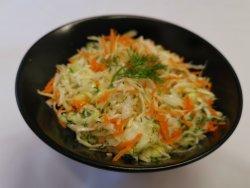 Salată de varză albă și roșie cu morcov si verdeață, sos vinegret image