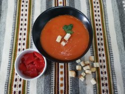 Supă cremă de ardei copt cu smântână și crutoane image