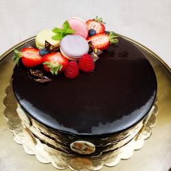 Tort Caraibe cu mousse de ciocolată, cremă de vanilie și glasaj de ciocolată neagră image
