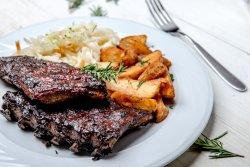 Scaricică de porc cu sos barbeque si cartofi wedges image