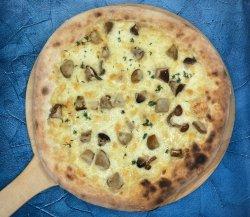 Pizza taleggio e funghi porcini image