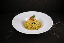 Spaghetti aglio e olio image