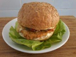 Sandwich cu snitzel din piept de pui image