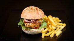 Burger de vită + cartofi și sos image