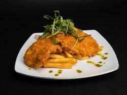 Snitzel crispy cu cartofi steakhouse image