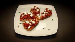 Bruschete cu mozzarella și roșii image