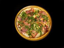 Pizza Quattro Formaggi e Prosciutto Crudo image