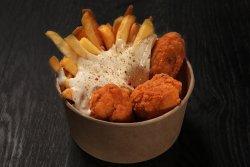 Meniu aripioare de pui + cartofi prăjiți + sos la alegere  image