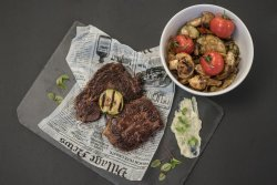 Antricot de vita argentina, legume aromate bine coapte pe plita & sos blue cheese image