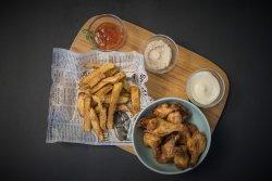 Aripioare in sos barbeque & cartofi rumeniti image