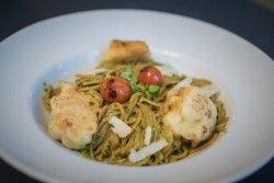 Spaghetti integrale cu avocado si conopida pane image