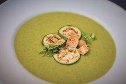 Supa crema de zucchini, branza tofu coapta si dulceata de ardei iuti image