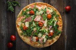 Pizza Prosciutto Crudo con Rucola e Pomodorini image