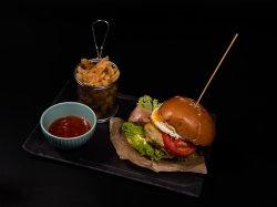 Luv Burger și cartofi prăjiți image