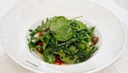 Salată mediteraneană cu ardei copt image
