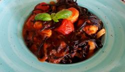 Spaghetti negre cu fructe de mare image
