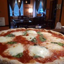 Pizza Margherita + o băutură gratis image