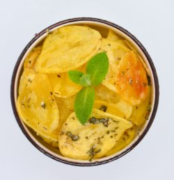 Cartofi chips cu menta și usturoi image