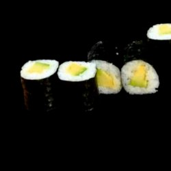 Role sushi cu avocado image