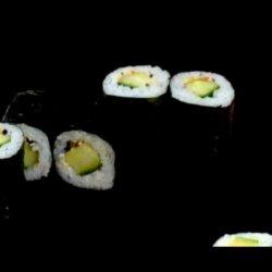 Role sushi cu castravete image