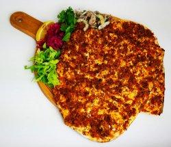 Lahmacun picant - pizza turceasca picantă image