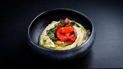 Pastă de năut cu ardei copt și ciuperci sotate image