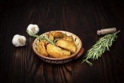 Cartofi cu rozmarin și usturoi