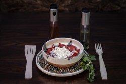 Salată de roșii cu brânză grasă de vacă