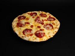 Pizza formaggi e chorizo  image