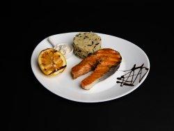 Somon cu orez basmati și sos olandez image