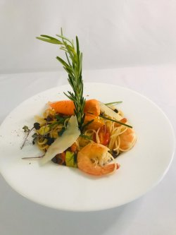 Spaghete cu crevete și zucchini image