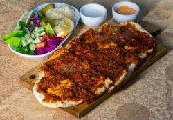 Pizza Turcească cu carne măcinată (Lahmacun)