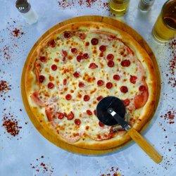 Pizza carnivoră image