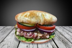 Hamburger umplut cu bacon și cașcaval