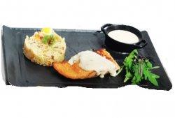 Somon la grătar cu sos de lămâie și garnitură de orez cu legume Grilled salmon with rice and lemon sauce image