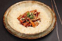 Teriyaki chicken cu legume și orez cu arahide image