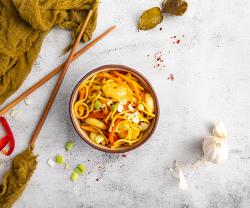 Noodles cu creveti si curry image