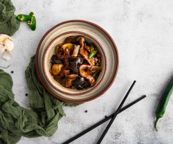 Rață picantă în sos chinezesc (iute cu usturoi) image
