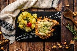 Piept de pui borzoska cu cartofi natur și salată de varză image