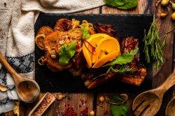 Coaste afumate cu sos BBQ și cartofi appetizzo cu dulceață de ceapă cu ardei iute image