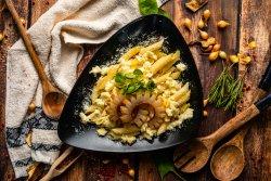Macaroane cu brânză la burduf și slănină prăjită image